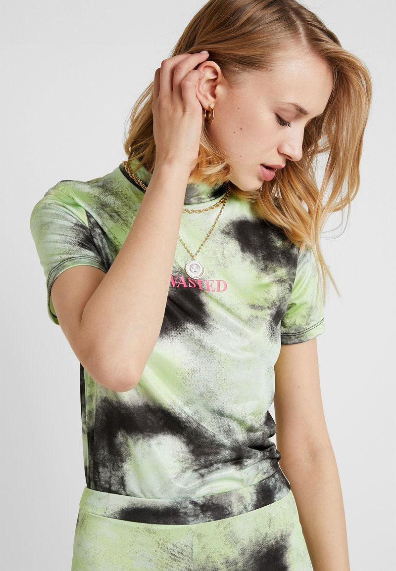 The Ragged Priest - TIE DYE CROPPED TEE WITH WASTED PRINT - T-Shirt print - lime