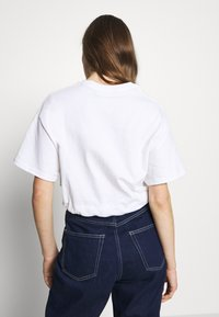 The Ragged Priest - SHORT SLEEVE TEE WITH CHAIN BELT - T-shirt print - white - 2
