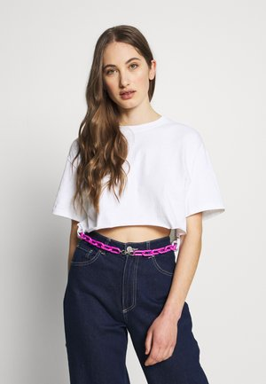SHORT SLEEVE TEE WITH CHAIN BELT - Triko s potiskem - white