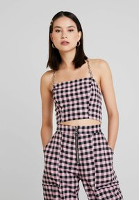 The Ragged Priest - GINGHAM TUBE WITH CHAIN HALTER - Bluser - pink - 0