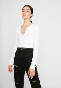 The Ragged Priest - CROPPED RINGER WITH CHAIN DETAIL - Camiseta de manga larga - white - 0