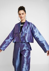 The Ragged Priest - TAFFETA CROPPED WITH COMBAT POCKET TRIGGER HOOK AND STRAP  - Summer jacket - lilac - 3