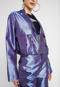 The Ragged Priest - TAFFETA CROPPED WITH COMBAT POCKET TRIGGER HOOK AND STRAP  - Summer jacket - lilac - 5
