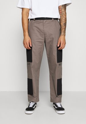 TWO TONE CARPENTER TROUSER WITH ZIP POCKETS - Cargobyxor - grey/black