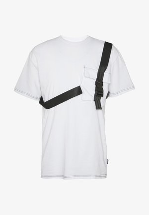 TEE WITH STRAPPED PLUG DETAIL - T-shirts med print - white