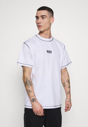 RAGGED TEE WITH STITCHING - T-shirt print - white