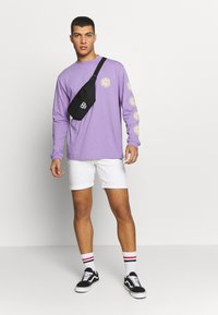 The Ragged Priest - GRAPHIC SLEEVE LOGOLS TEE - Maglietta a manica lunga - purple - 1