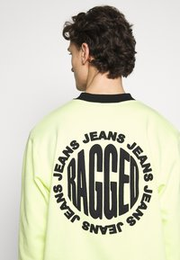 The Ragged Priest - CREWNECK GRAPHIC LOGO - Sweater - yellow - 5