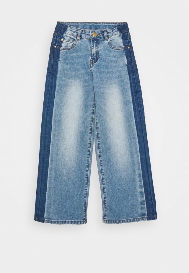RONINKA WIDE PANTS - Straight leg jeans - light blue denim