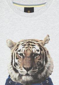 The New - OVE TEE - Print T-shirt - light grey melange - 3