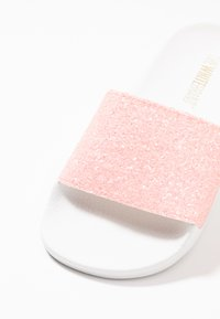 THE WHITE BRAND - MATE GLITTER - Klapki - pink - 2