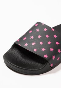 THE WHITE BRAND - MINI STARS - Pantolette flach - neon pink - 2