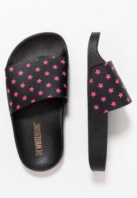 THE WHITE BRAND - MINI STARS - Pantolette flach - neon pink - 0