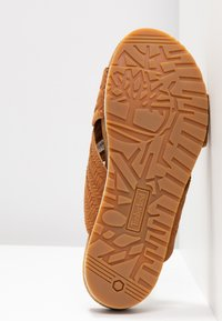 Timberland - MALIBU WAVES CROSS SLIDE - Sandalias planas - rust - 8