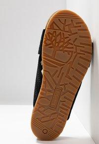 Timberland - MALIBU WAVES CROSS SLIDE - Pantolette flach - black - 9
