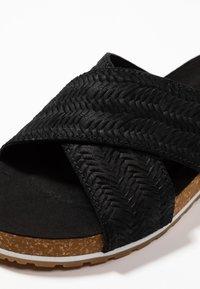 Timberland - MALIBU WAVES CROSS SLIDE - Pantolette flach - black - 3