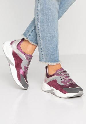 DELPHIVILLE - Zapatillas - dark purple metallic