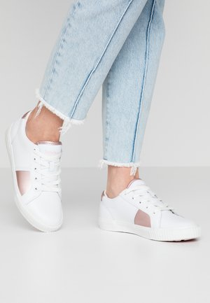 SKYLA BAY OXFORD - Matalavartiset tennarit - white/rose