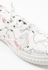 Timberland - NEWPORT BAY BUMPER TOE - Sneaker low - white - 2