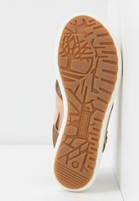 Timberland - LOS ANGELES WIND SLINGBAC - Platform sandals - light beige - 6