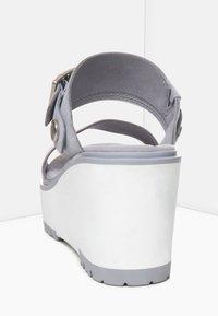 Timberland - KORALYN BAND WEDGE - Pantolette hoch - sleet grey - 4