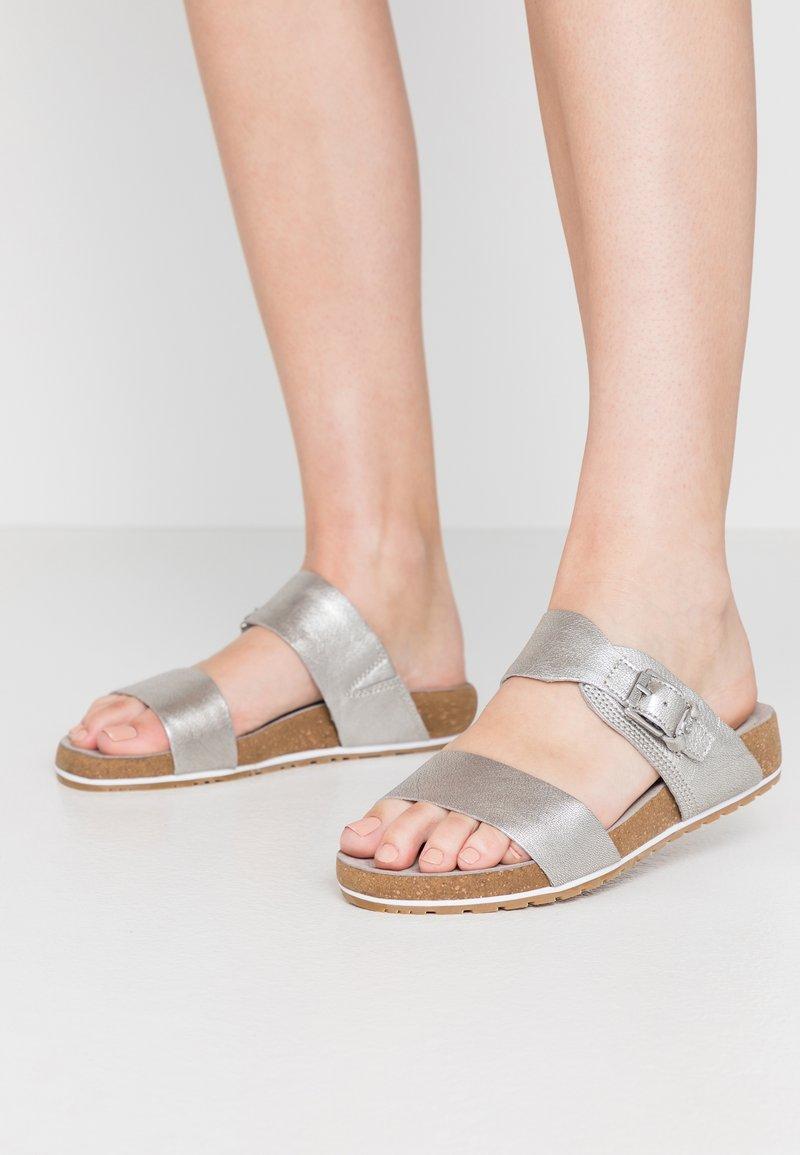 Timberland - MALIBU WAVES 2BAND SLIDE - Domácí obuv - silver
