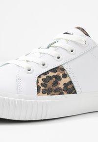 Timberland - SKYLA BAY OXFORD - Sneaker low - white - 2