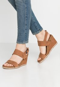 Timberland - CAPRI SUNSET WEDGE - Sandales à plateforme - rust - 0