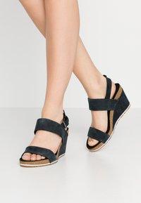 Timberland - CAPRI SUNSET WEDGE - Platform sandals - black - 0