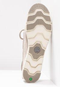Timberland - CAMDEN FALLS BOAT - Bootsschuh - light beige - 6