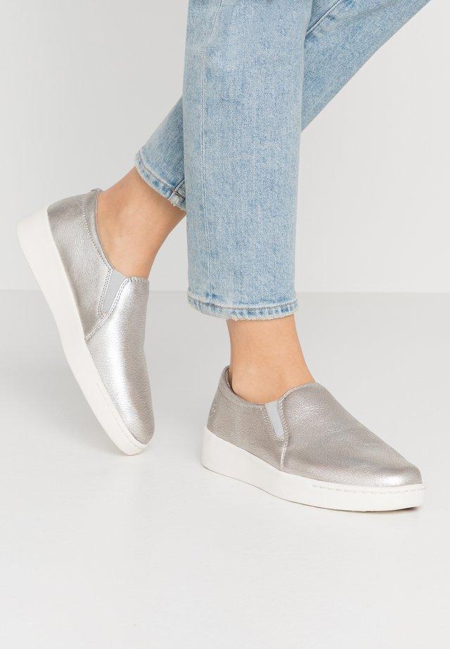 TEYA GORE  - Nazouvací boty - silver