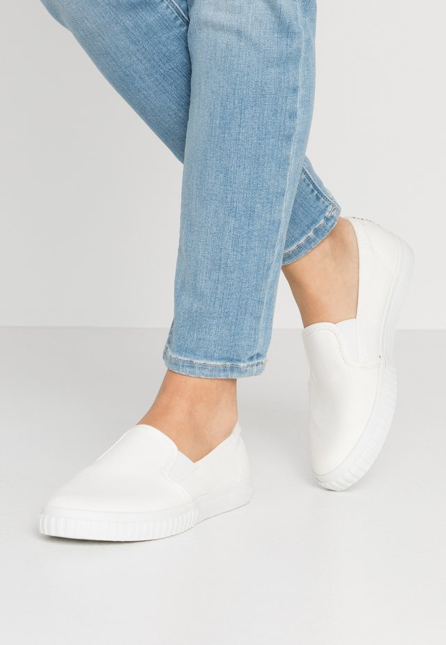 NEWPORT BAY BUMPTOE - Slippers - white