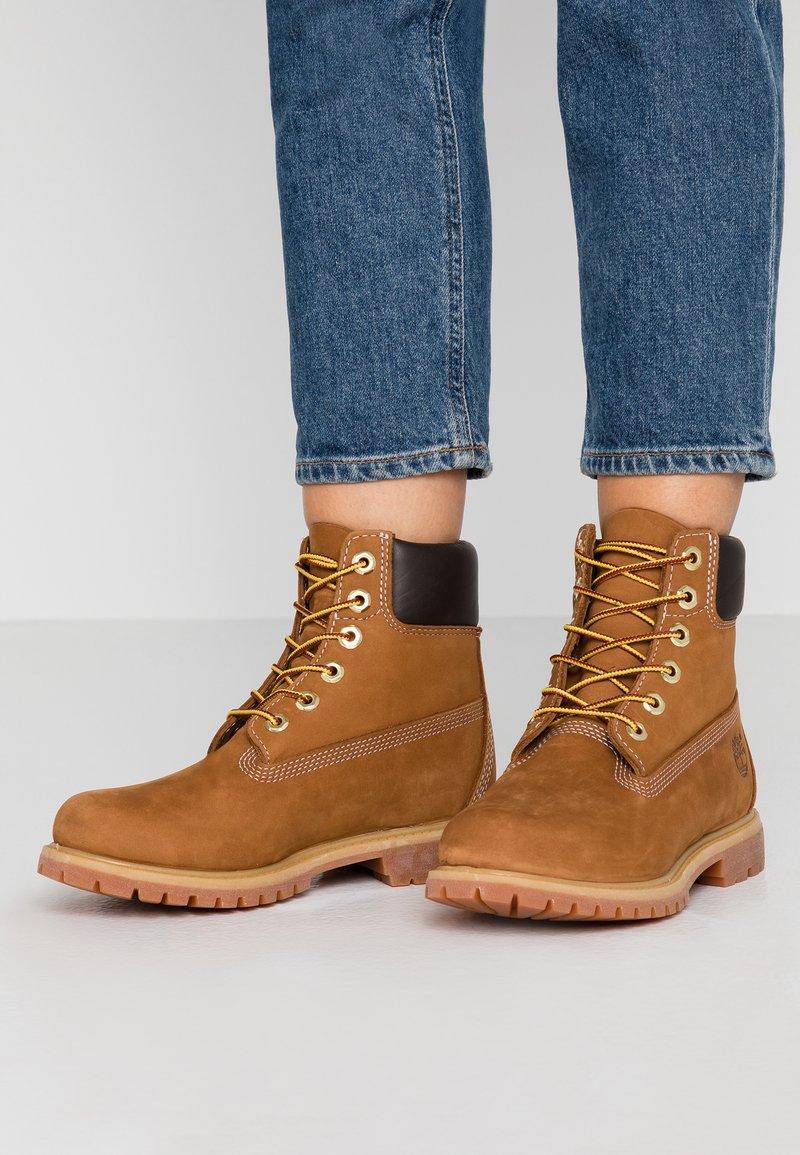 Timberland - PREMIUM BOOT  - Šněrovací kotníkové boty - rust