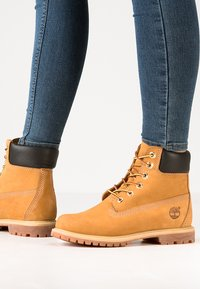 Timberland - 6'' PREMIUM - Lace-up ankle boots - wheat - 0