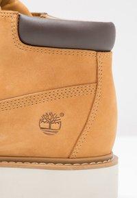 Timberland - KENNISTON NELLIE - Boots à talons - wheat - 5