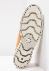 Timberland - KENNISTON NELLIE - Boots à talons - wheat - 4