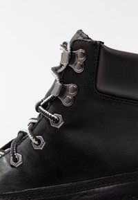 Timberland - LONDON SQUARE 6IN BOOT - Lace-up ankle boots - jet black mincio - 2