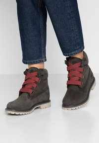 Timberland - 6IN PREMIUM CONVENIENCE - Winter boots - dark green - 0