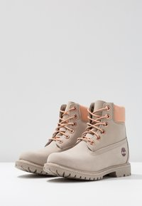 Timberland - 6IN PREMIUM BOOT - Schnürstiefelette - light taupe - 4