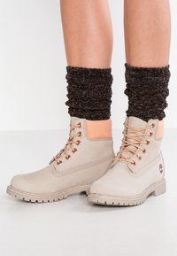 Timberland - 6IN PREMIUM BOOT - Schnürstiefelette - light taupe - 0