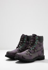 Timberland - 6IN PREMIUM BOOT - Lace-up ankle boots - black - 4