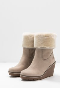 Timberland - PARIS HEIGHT - Bottines à talons hauts - taupe - 4