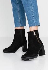 Timberland - ALLINGTON BOOTIE - Kotníkové boty - black - 0