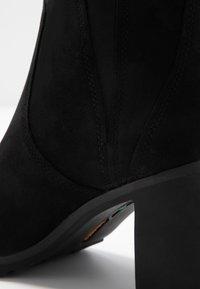 Timberland - ALLINGTON BOOTIE - Kotníkové boty - black - 2