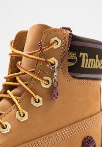 Timberland - 6IN PREMIUM BOOT  - Snørestøvletter - wheat - 7