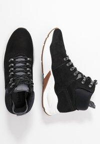 Timberland - DELPHIVILLE HIKER - Zapatillas altas - black - 3