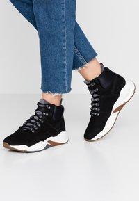 Timberland - DELPHIVILLE HIKER - Zapatillas altas - black - 0