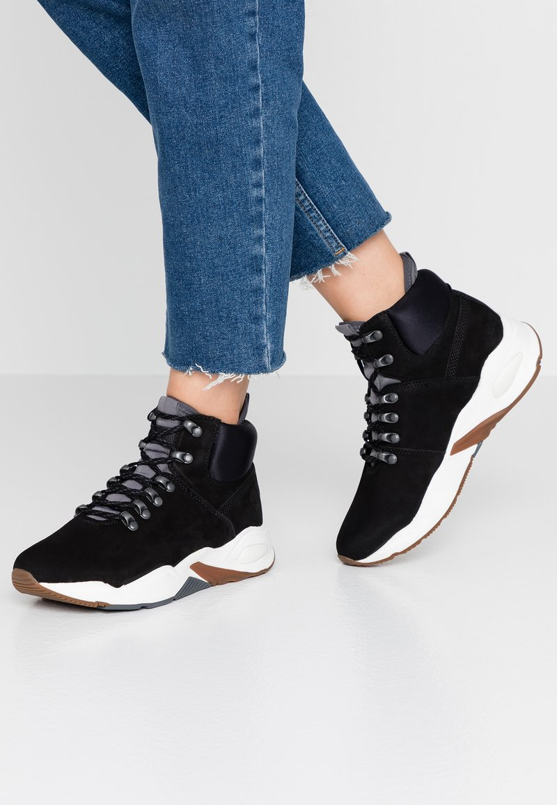 Timberland - DELPHIVILLE HIKER - Zapatillas altas - black