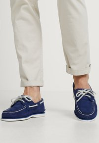 Timberland - CLASSIC 2 EYE - Boat shoes - dark blue - 0