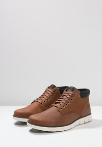 Timberland - BRADSTREET  - Chaussures à lacets - cognac - 4